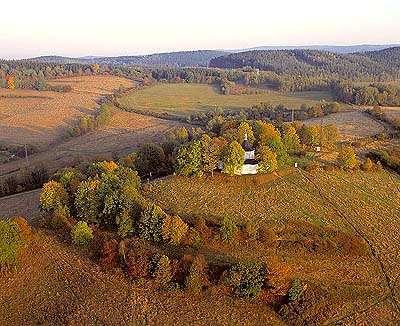 Kaple na Křížové hoře v Českém Krumlově, letecký pohled, podzimní nálada, foto: Libor Sváček