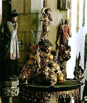 Kostel sv. Víta v Českém Krumlově, detail výzdoby, dřevěné plastiky