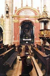 Kostel sv. Víta v Českém Krumlově, pohled na vstup do kaple Jana Nepomuckého